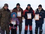 Соревнования по подлёдному лову на озере
