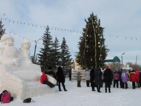 На площади села Кизильского состоялось открытие снежного городка