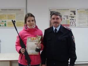 Ученица Кизильской школы №1 Анна Каргаполова стала победительницей в первенстве по стрельбе