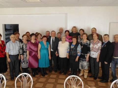Мужчины из районного Совета ветеранов поздравили с праздником милых дам