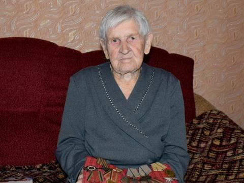 В поселке Гранитный Кизильского района поздравили ветерана с Днем Победы