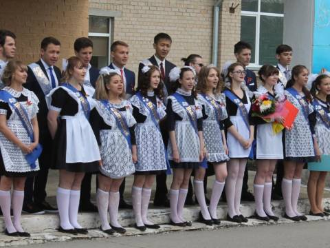 Прозвучал последний звонок для выпускников Кизильской СОШ №1