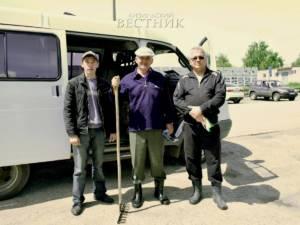 1 июня на берегу реки Большой Кизил состоялся экологический субботник