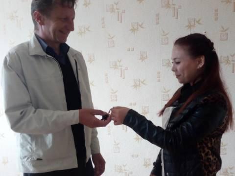 УСЗН Кизильского муниципального района совместно с Управлением по имуществу и земельным отношениям вручили ключи от однокомнатной квартиры