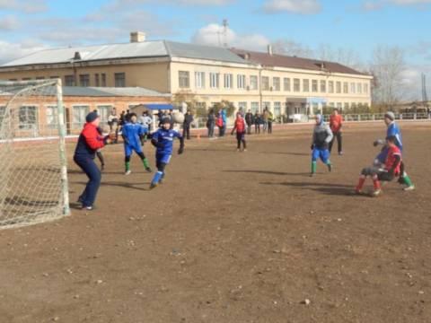 В субботу прошли районные соревнования по мини-футболу среди команд учеников 5-6 классов школ Кизильского муниципального района