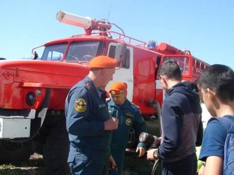 Соревнования «Сам себе спасатель» и военно-спортивная игра «Зарница»