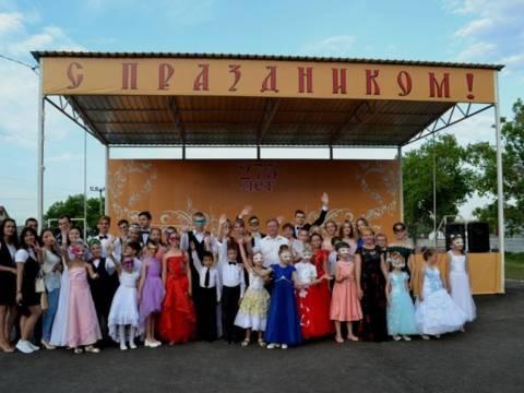 7 июля на новой площадке у Дома творчества состоялся бал-маскарад в честь юбилея Союза творческой молодёжи «Феникс»